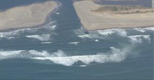 7.5 magnitude earthquake triggers small tsunami off Alaskan coast
