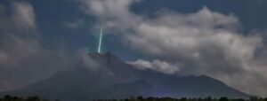 meteorite falls into volcano
